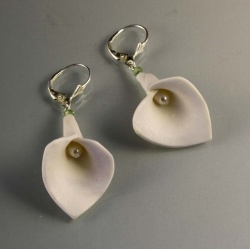 Bridal white calla lily earrings